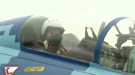 بوروشينكو يختبر مقاتلة مقاتلة روسية من الكرسي الخلفي