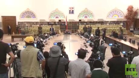 موافقة الحكومة اليمنية على الجلوس على طاولة الحوار تثير آمالا بقرب انفراج الأزمة
