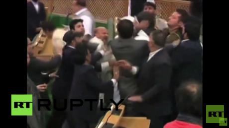 في كشمير.. تناول لحم البقر يتسبب باعتداء على  نائب في البرلمان بالضرب
