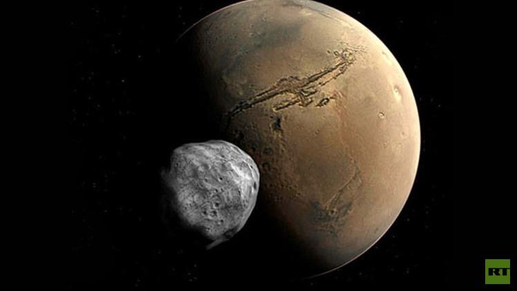 المريخ يدمر قمره الأقرب إليه