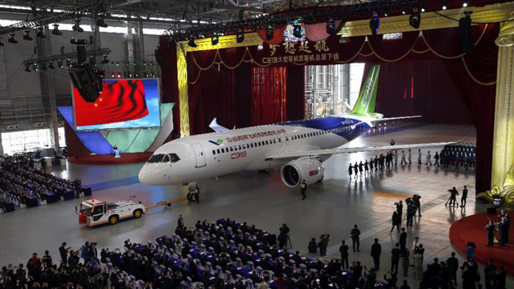 أول طائرة ركاب صينية كبيرة من طراز