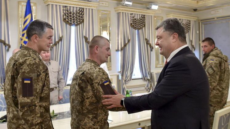 بوروشينكو يوقع قانونا يسمح باستخدام المرتزقة الأجانب في أوكرانيا