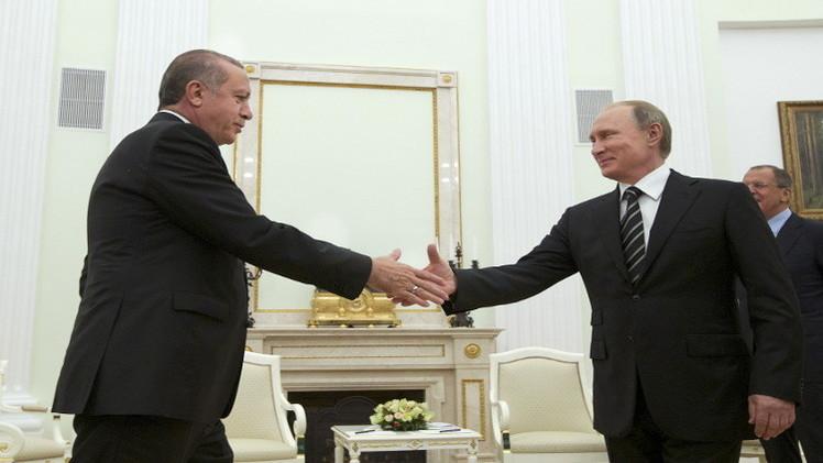 بوتين يهنئ أردوغان بفوز حزبه بالانتخابات ويبحث معه ملفات ساخنة