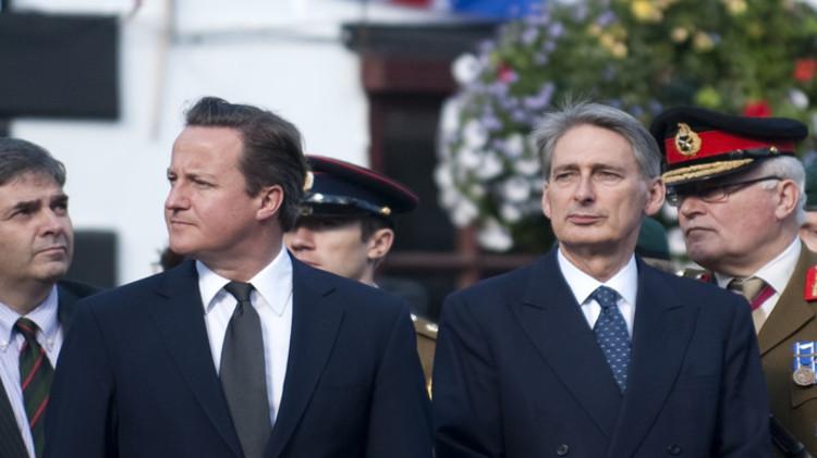 قنبلة هاموند وكاميرون.. لماذا تستبق لندن وواشنطن نتائج التحقيقات في كارثة الطائرة الروسية؟