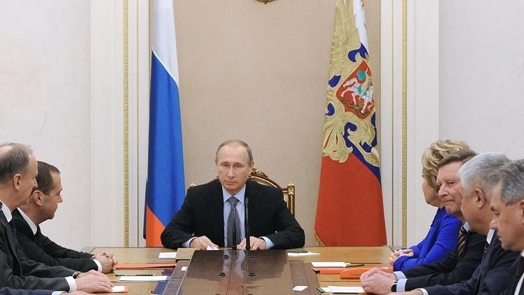 بوتين يبحث العملية الجوية الروسية في سوريا ومسائل أخرى مع مجلس الأمن القومي