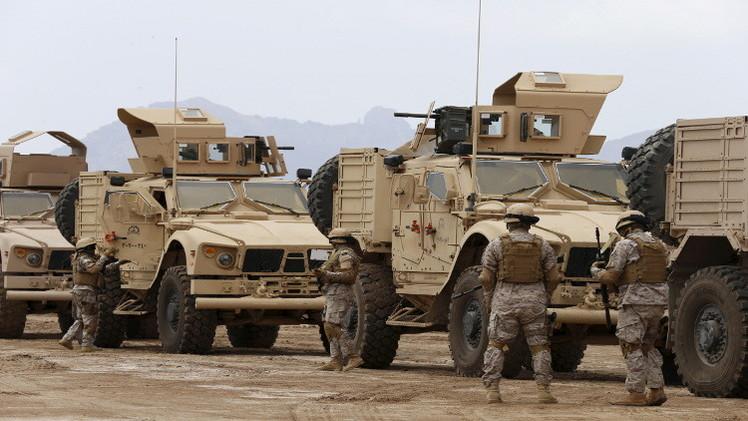 التحالف العربي يرسل بارجتين محملتين بالأسلحة إلى تعز