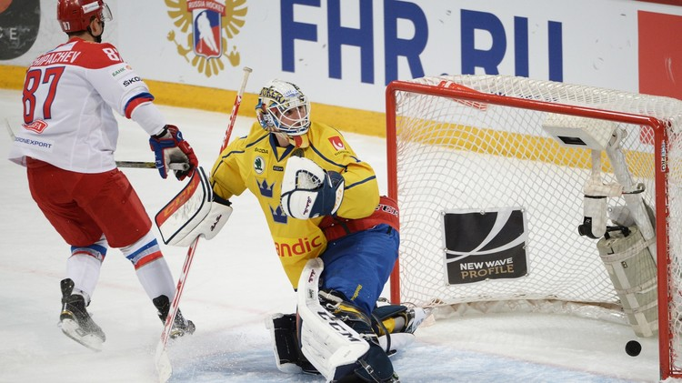 روسيا تفوز على السويد في كأس كاريالا الفنلندية لهوكي الجليد (فيديو)