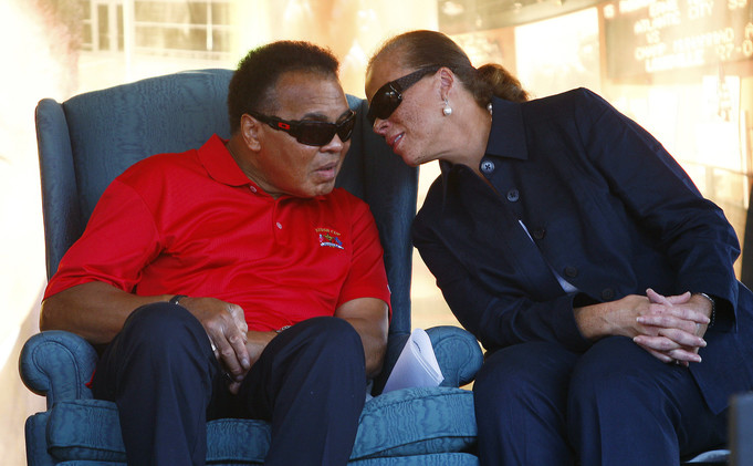صحيفة .. تدهور صحة أسطورة الملاكمة محمد علي