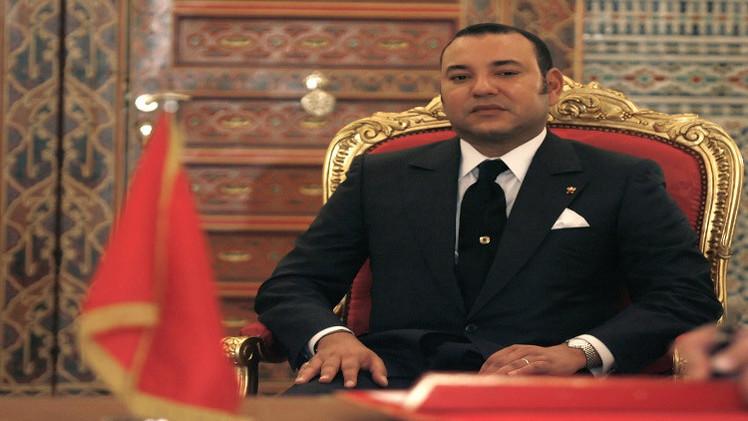 ملك المغرب يتهم الجزائر بإهمال سكان تندوف