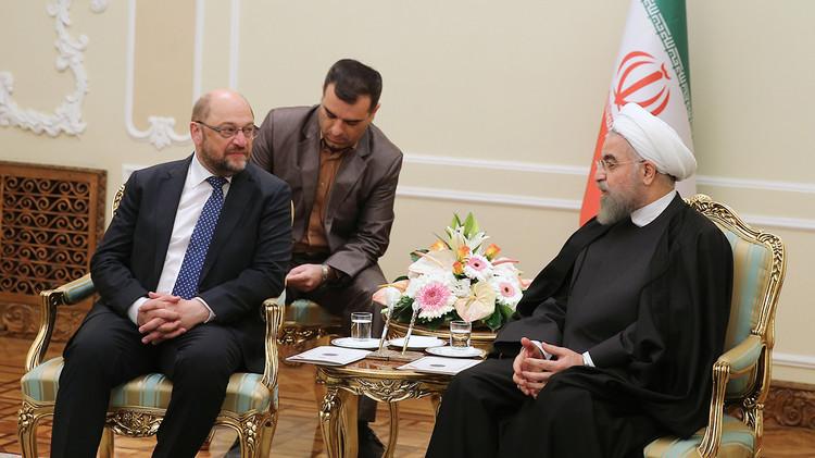 روحاني: ينبغي علی الطرف الآخر رفع العقوبات في أوانه وبشكل كامل