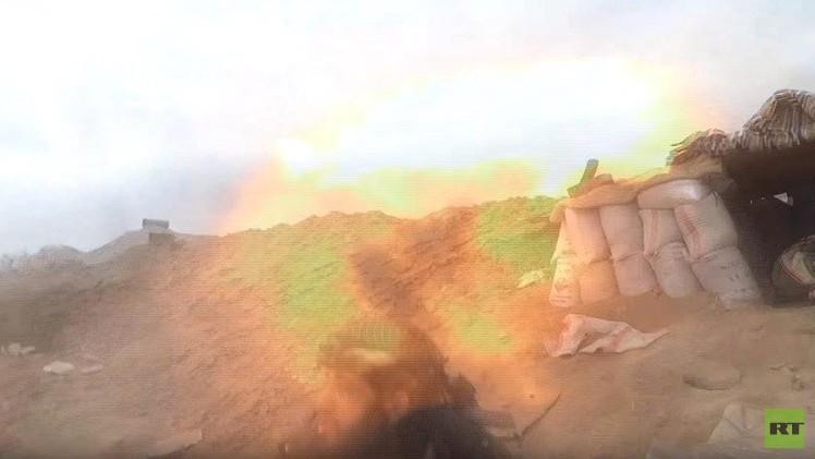 بالفيديو.. قذيفة لقوات الجيش السوري تقتل ناشطا ميدانيا معارضا خلال إجرائه مقابلة
