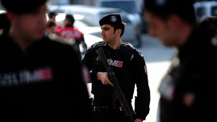 تركيا.. إصابة اثنين من عناصر الشرطة بإطلاق نار في اسطنبول