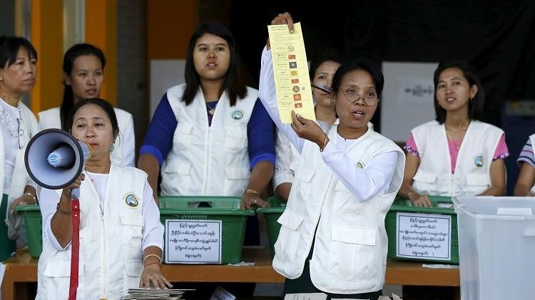 بورما.. إغلاق مراكز الاقتراع ونسبة المشاركة بلغت 80% (فيديو)
