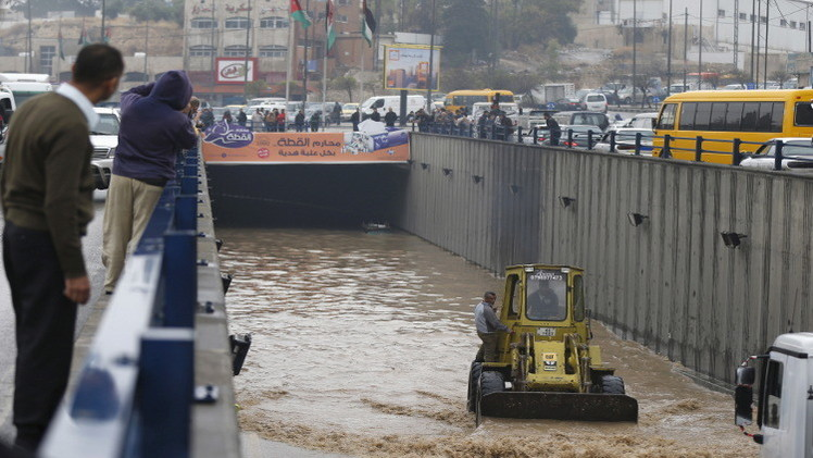نعمة المطر تتحول نقمة وتوقع عشرات القتلى في البلدان العربية