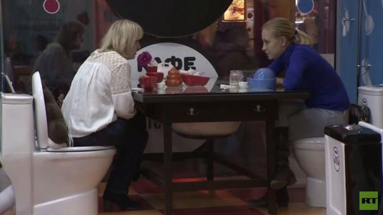 مطعم يقدم أطعمته في مراحيض يحقق نجاحا في موسكو