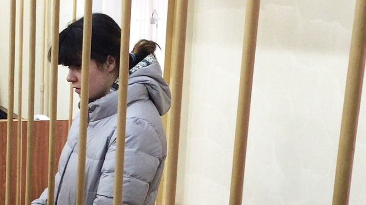والد الفتاة كاراولوفا: ذنب ابنتي الوحيد أنها وقعت في الحب