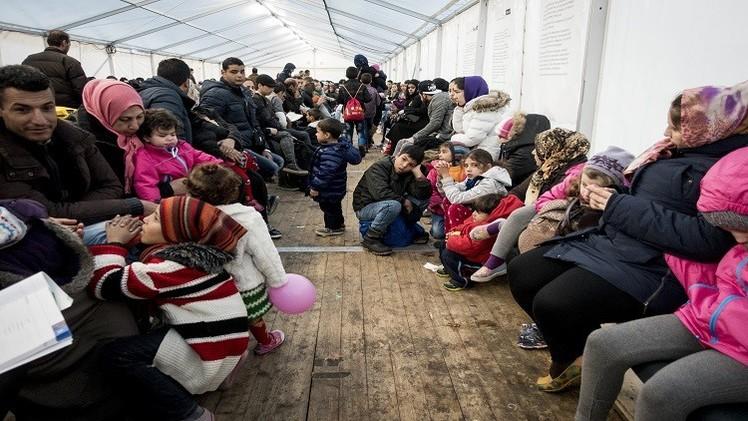 برلين تنكث وعدها للاجئين السوريين وتلوح بـ