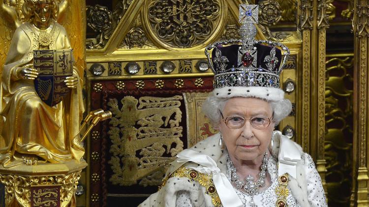 نجوم الهند السينمائيون يرفعون دعوى قضائية ضد ملكة بريطانيا لأجل استعادة ماسة