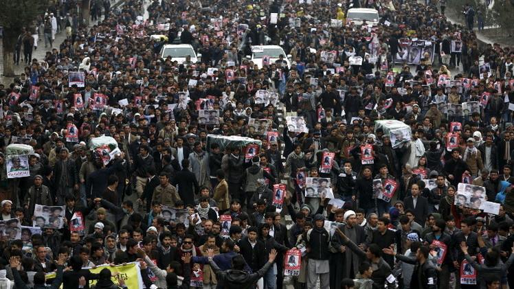 عشرات الآلاف يحتجون ضد الإرهاب في كابل (فيديو)