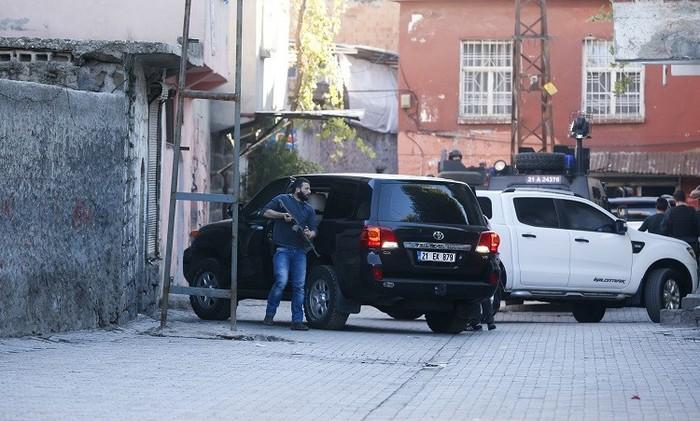تركيا.. مقتل 4 من الشرطة ومدني بهجمات شنها مسلحون أكراد