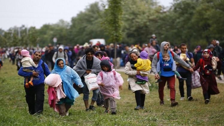 النمسا تستقبل اللاجئين بسياج وألمانيا تمدد الرقابة الحدودية