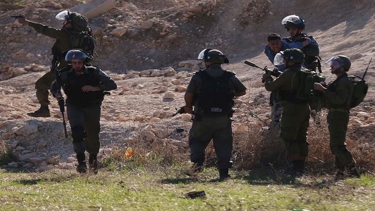 مقتل إسرائيليين اثنين بعملية إطلاق نار داخل الخليل في الضفة الغربية