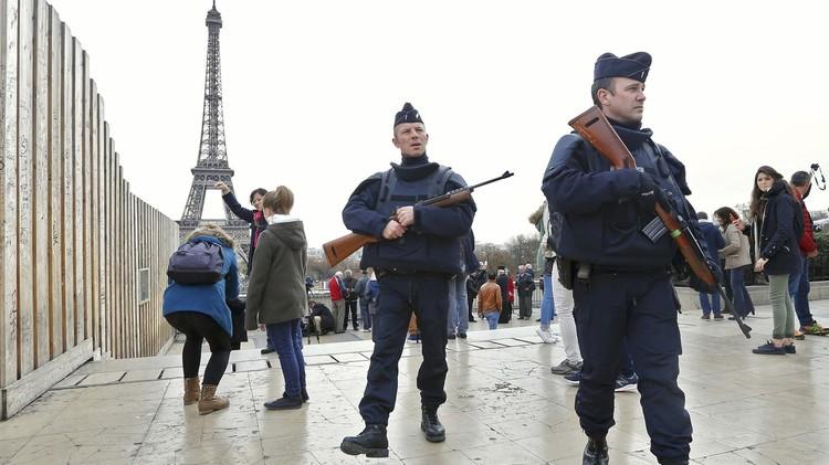 الأسواق العالمية تتأهب الاثنين لخسائر قصيرة الأجل بعد هجمات باريس
