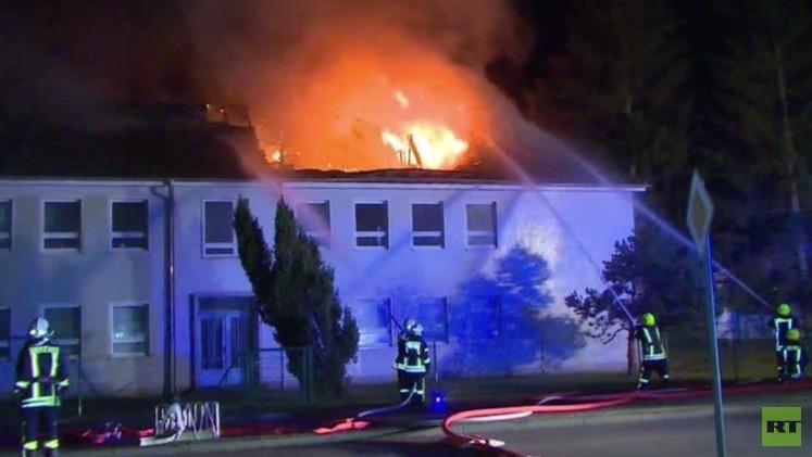 حريق ضخم في بناية كان من المخطط لها أن تأوي لاجئين في ألمانيا (فيديو)