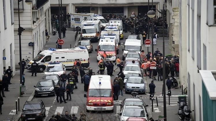 هجمات باريس.. الشرطة تنشر صورة لأحد المشتبه بهم  (فيديو)