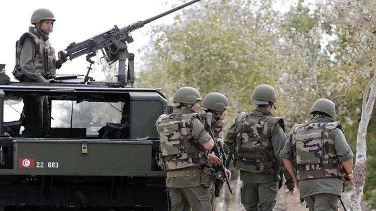 تونس.. مقتل 3 مسلحين وجندي في مواجهات قرب الحدود الجزائرية