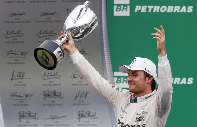 نيكو روزبيرغ يفوز بسباق البرازيل للفورمولا وان