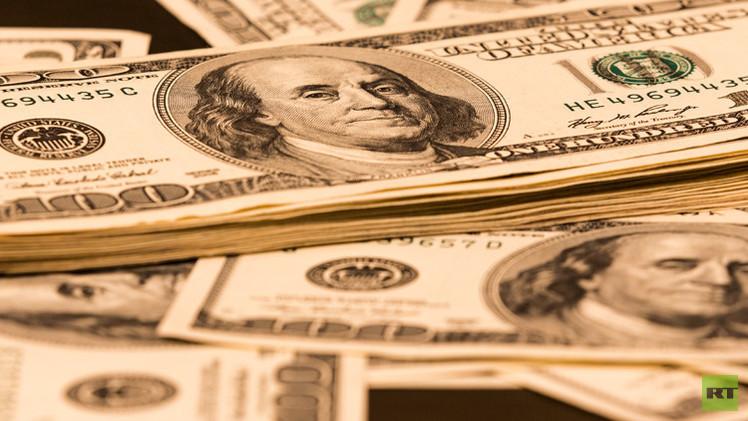 الدولار يرتفع مقابل اليورو لأعلى مستوى في 7 أشهر