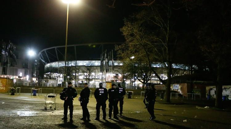 إلغاء مباراة لكرة القدم بين ألمانيا وهولندا بسبب تهديد بوجود قنبلة