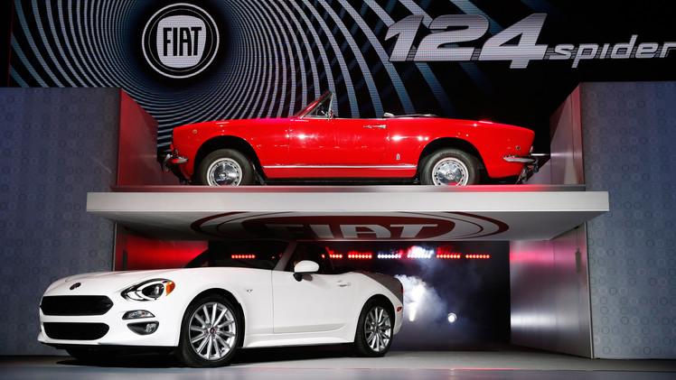 سيارة فيات 124 Spider في معرض لوس أنجلس للسيارات وهي ستصبح في السوق عام 2017