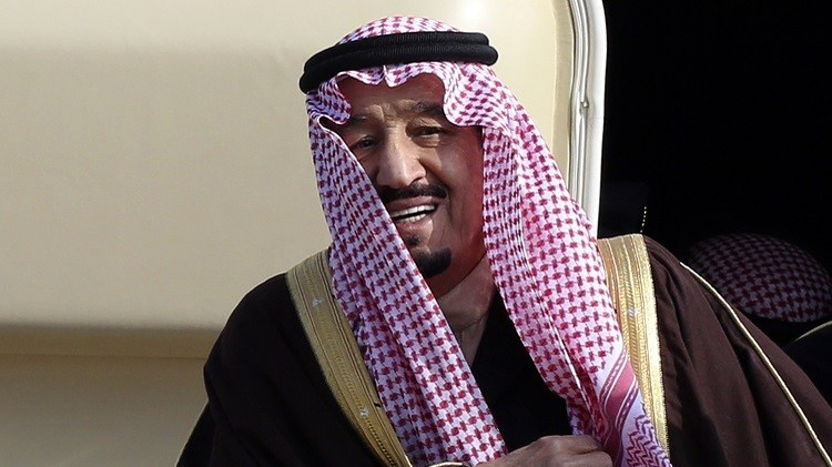 الملك سلمان يأمر بفتح تحقيق عقب الفيضانات التي اجتاحت مدينة جدة