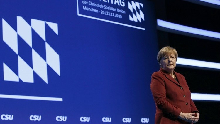 ميركل تتراجع عن قرارها وضع سقف لأعداد اللاجئين الجدد