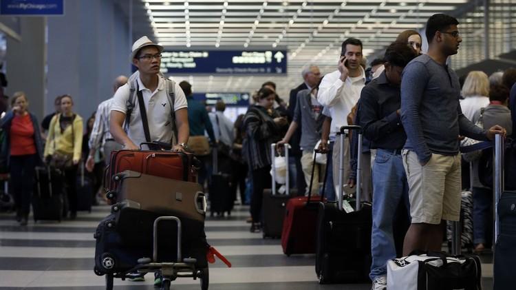 الكلام بالعربية يتسبب بمنع رجلين من الصعود على متن طائرة في شيكاغو