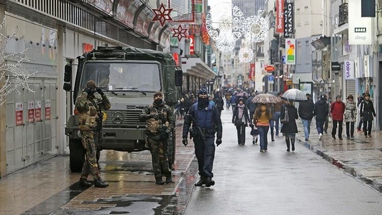 احتمال عبور أحد منفذي هجمات باريس إلى بروكسل وهو يرتدي حزاما ناسفا
