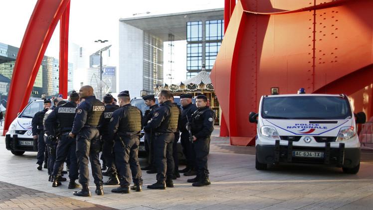 مباشر من باريس: الشرطة تفرق مظاهرة مؤيدة للمهاجرين