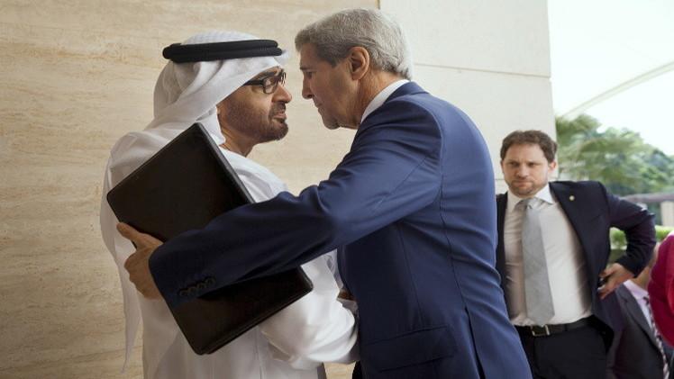 كيري يبحث مع مسؤولين إماراتيين وسعوديين توحيد المعارضة السورية