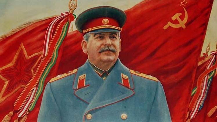 يوسف ستالين القائد العام للقوات المسلحة السوفيتية إبان الحرب مع النازيين