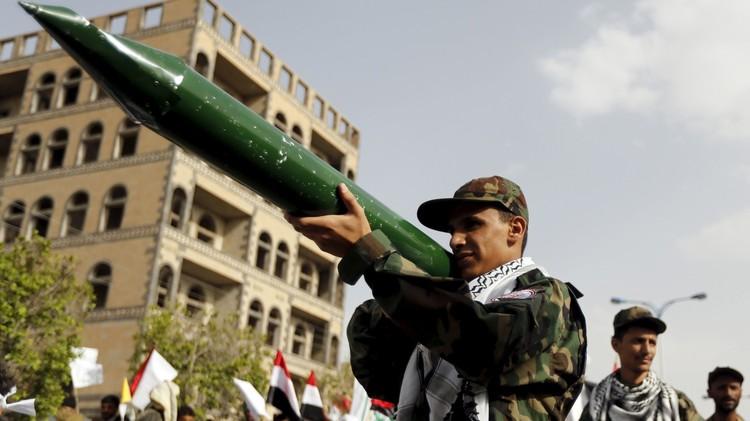 الحوثيون يستهدفون جازان السعودية بصواريخ محلية الصنع