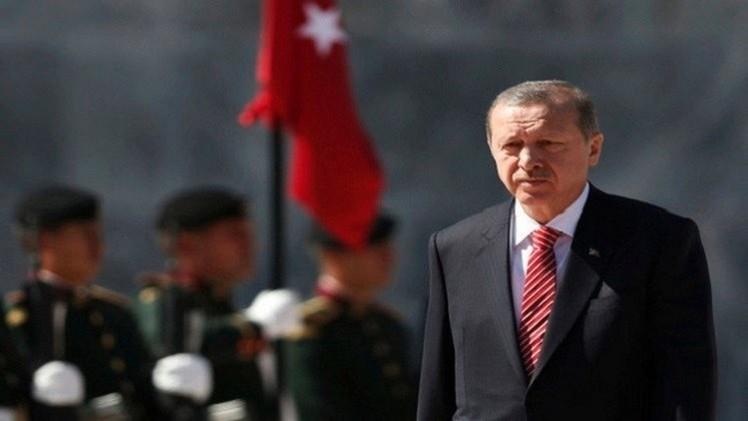 أردوغان يعقد اجتماعا أمنيا يضم رئيس الوزراء ورئيس الأركان لبحث حادث إسقاط الطائرة الروسية