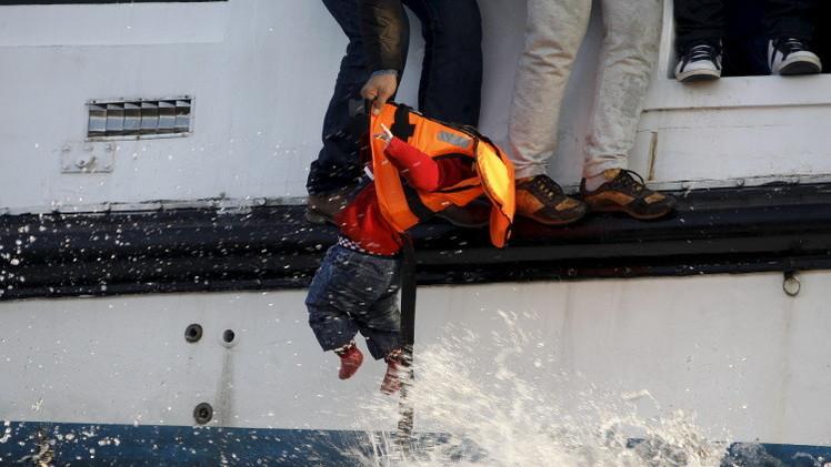 مصرع 4 أطفال نتيجة غرق قارب يقل لاجئين قرب سواحل تركيا