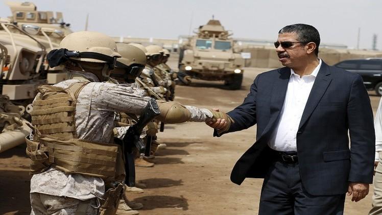 إثر تعثر الحل العسكري حكومة هادي في عدن استعدادا للحل السياسي