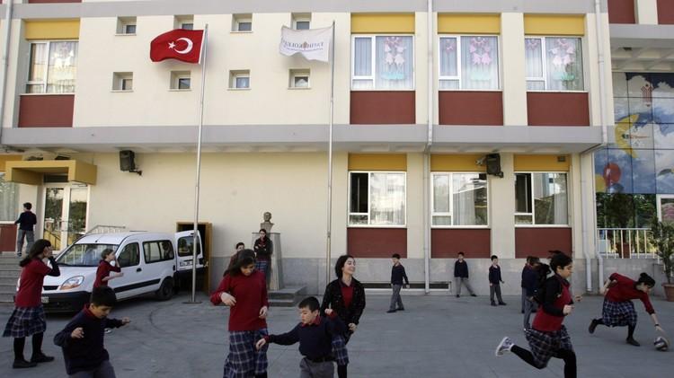 إصابة 10 طلاب في هجوم بالسكاكين على مدرسة في محافظة بطمان التركية