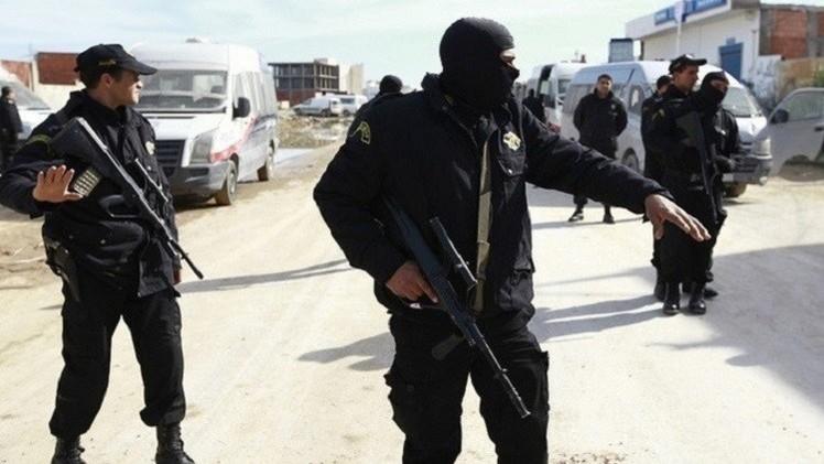 الداخلية التونسية تبحث عن 3 متشددين لعلاقتهم بتفجير حافلة الحرس الرئاسي