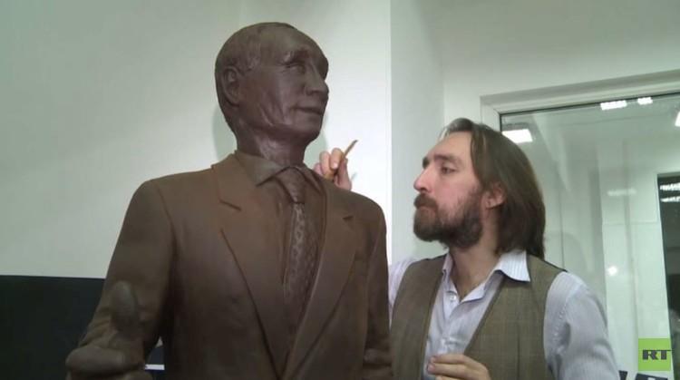 بوتين من الشوكولاته يستعد لدخول موسوعة