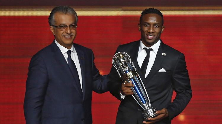 الإماراتي أحمد خليل يتوج بجائزة أفضل لاعب في آسيا
