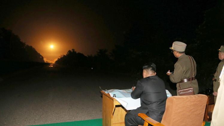 زعيم كوريا الشمالية يرصد بأم عينه فشل إطلاق صاروخ باليستي